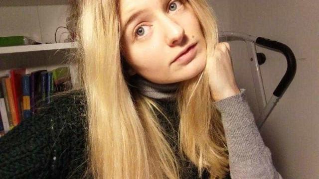 Adolescente italiana leiloa virgindade para pagar estudos e casa aos pais