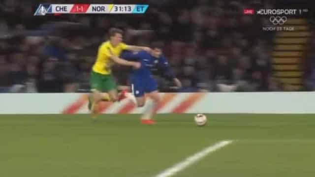 Morata tentou enganar o árbitro, contestou e acabou na rua