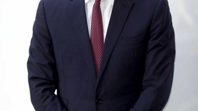 Príncipe William surge com o cabelo mais curto do que o habitual