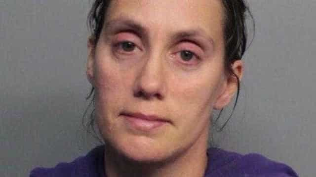 Mãe detida depois de filho bebé morrer com queimaduras graves