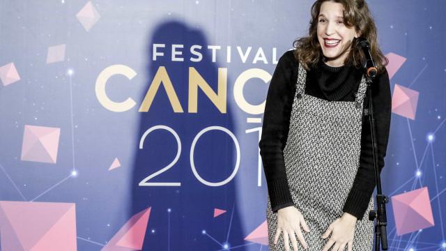 Em viagem, Luísa Sobral mostra a sua (enorme) barriga de grávida