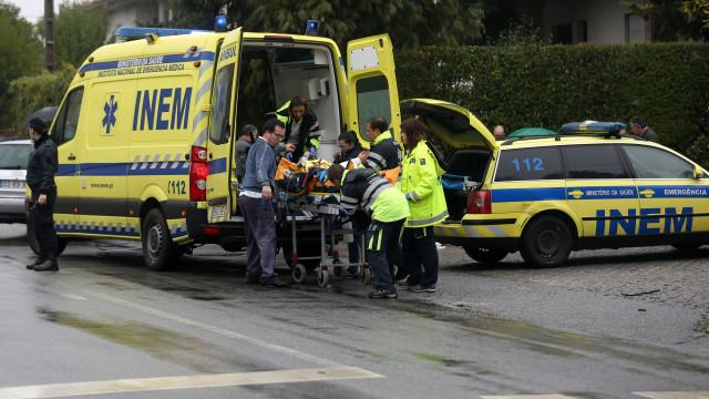 Despiste em Almada congestiona trânsito. Há pelo menos três feridos