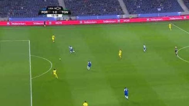 Marega abre marcador no Dragão após erro defensivo do Tondela
