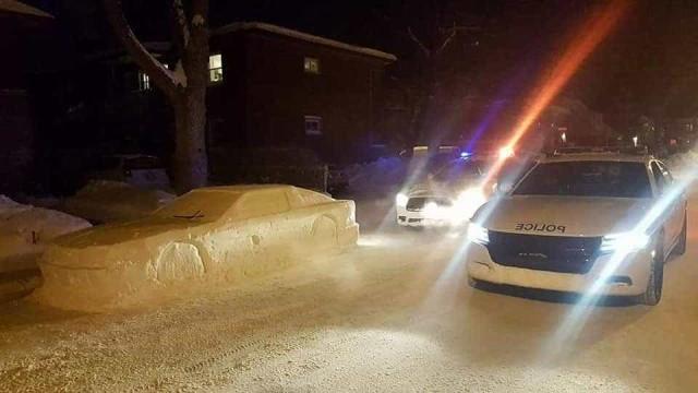 Enganou polícia com carro feito de neve e recebeu multa falsa