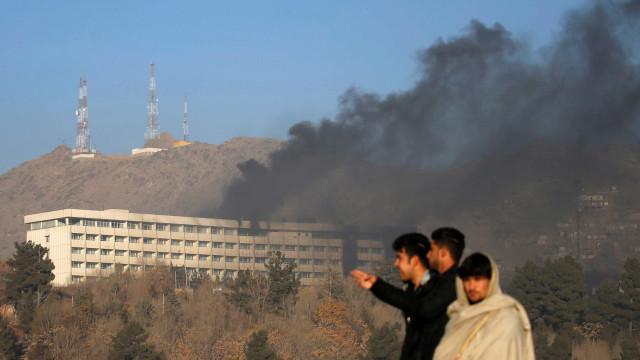 Pelo menos cinco mortos em ataque a hotel em Cabul