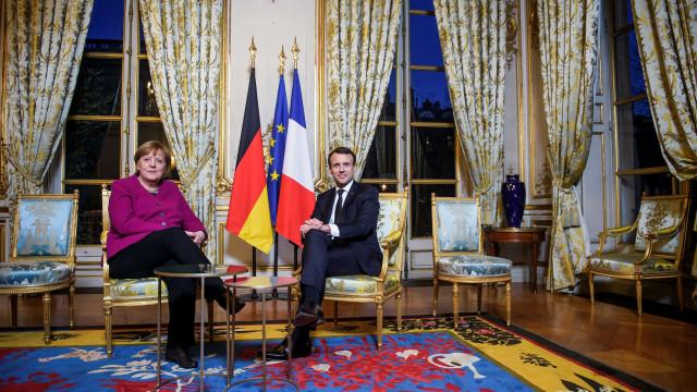 """Macron e Merkel querem """"dar novo impulso à Europa"""""""