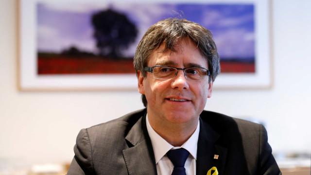 """Puigdemont desistiu? """"Acabou. Sacrificaram-nos"""", afirmou numa mensagem"""