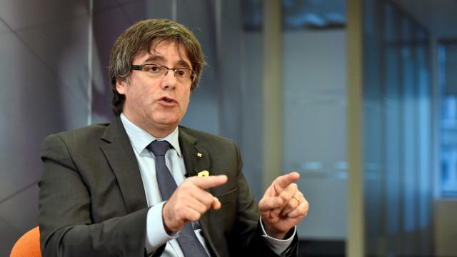 Puigdemont quer viajar para Copenhaga, mas Espanha ameaça com detenção