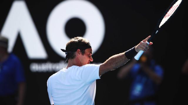 Federer 'passeia' rumo aos quartos de final do Open da Austrália