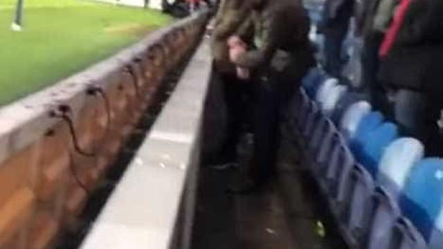 Adepto terá urinado na garrafa do guarda-redes do QPR e foi detido