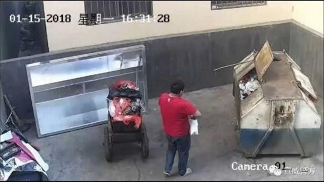 Pai atira filha recém-nascida para o lixo. Pensou que estava doente