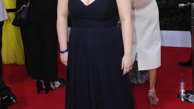 Atriz surge nos SAG Awards com vestido que usou no secundário
