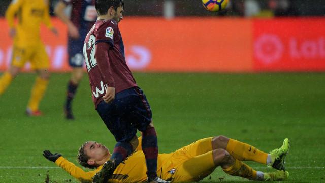 Paulo Oliveira lesiona-se e Bebé assiste no empate caseiro do Eibar