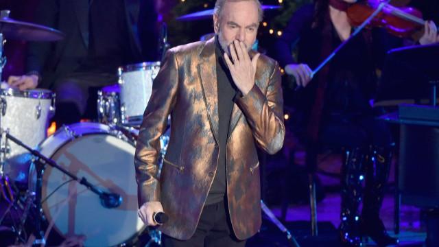 Diagnóstico de Parkinson leva Neil Diamond a despedir-se dos palcos