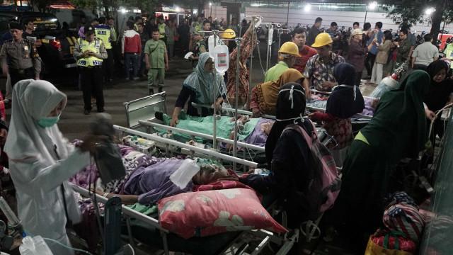 Pelo menos um morto e 20 feridos no sismo que atingiu ilha de Java
