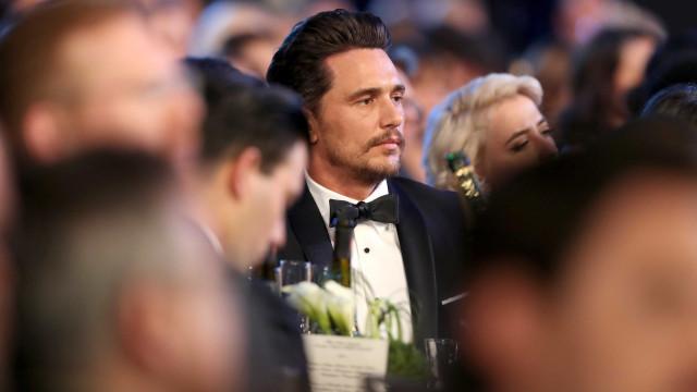James Franco colocado de lado na cerimónia dos Óscares