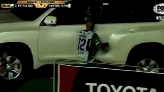 Taça Libertadores: Maximiliano Freitas marcou e... enfiou-se num carro