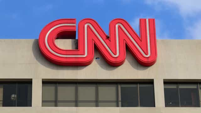 Membro de campanha de Trump deixa CNN. É acusado de dar pílula a 'ex'