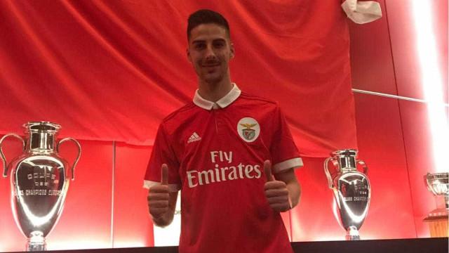 Benfica oficializa a contratação de Anthony Carter