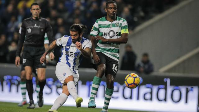 """William Carvalho terá sido """"oferecido"""" ao... Flamengo"""