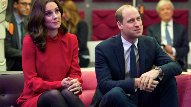 Porque é que Kate Middleton e William não revelaram o sexo do bebé?