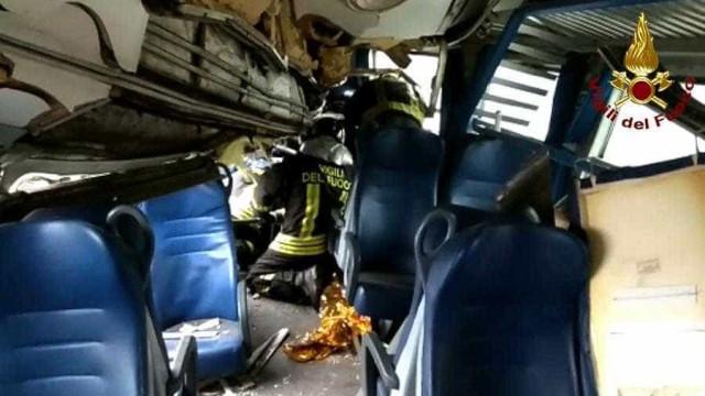 Milão: Mais de 90 bombeiros no local procuram vítimas entre os destroços
