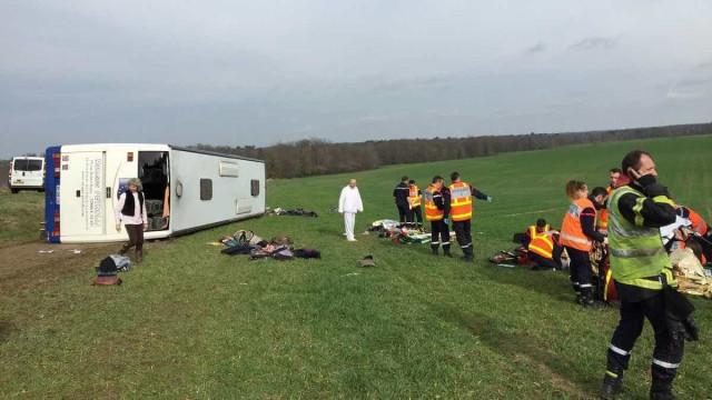 Acidente com autocarro escolar faz 26 feridos em França