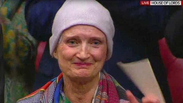 """""""Deixem-nos viver com cancro, não apenas morrer dele"""", pediu a deputada"""