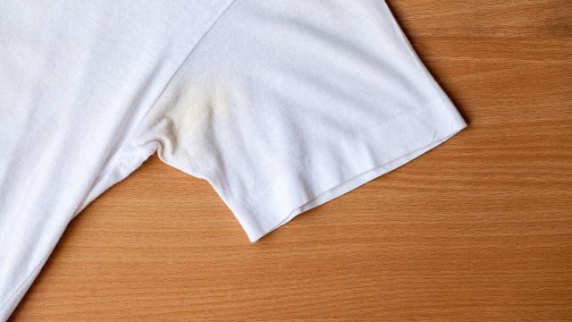 Manchas de suor: Porque é que as temos e como removê-las