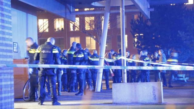 Tiroteio em Amesterdão faz vítimas. Pelo menos um morto e dois feridos