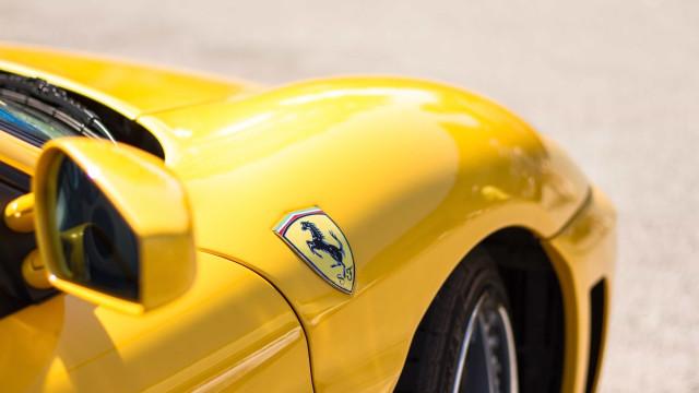 Funcionário de hotel deu chaves de Ferrari à pessoa errada