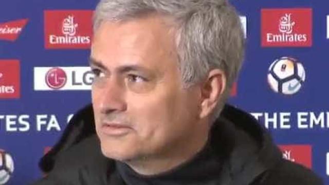 """Mourinho encantado com Alexis Sánchez: """"Foi barato, não foi?"""""""