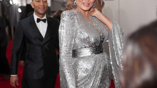 Após cerimónia dos Grammys, Chrissy Teigen revela sexo do segundo bebé