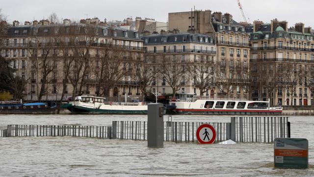 Subida das águas do rio Sena atingiu os 5,84 metros em Paris