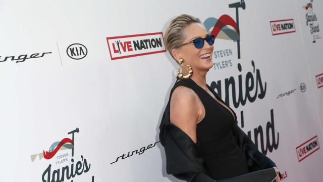 Sharon Stone está noiva? Atriz surge com anel suspeito