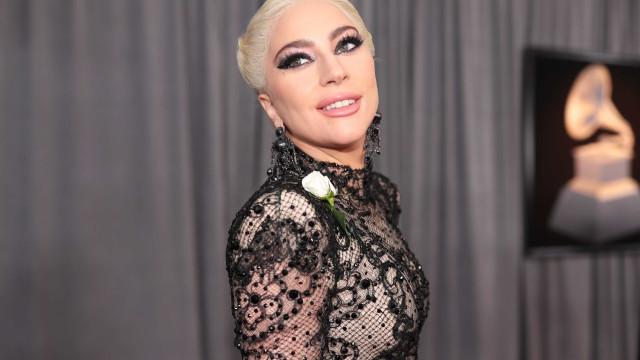 """Lady Gaga volta a falar abertamente sobre violação: """"Sinto-me miserável"""""""