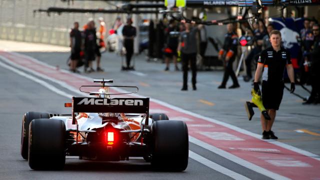 Incêndio na box da McLaren resulta em três feridos