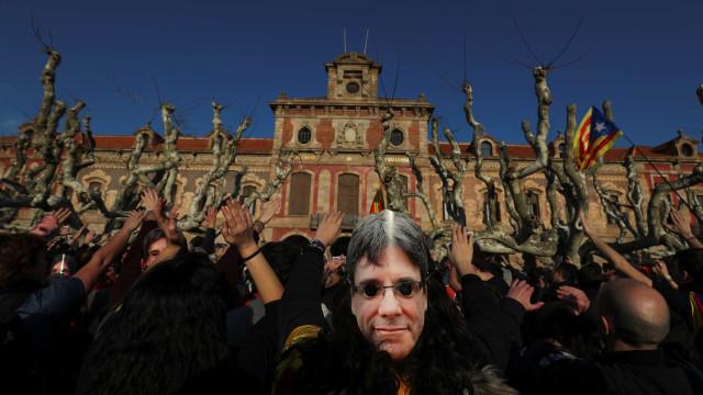 Puigdemont quer ser investido em Bruxelas a 18 de fevereiro