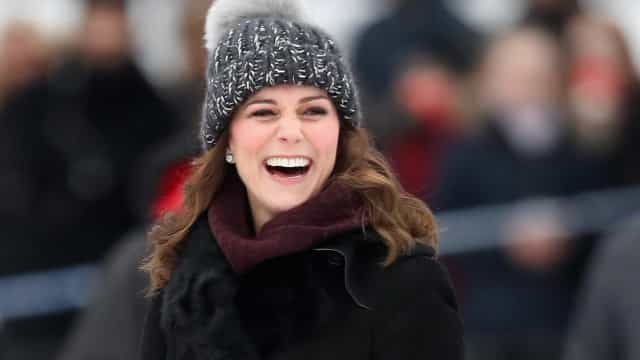 Gorro de Kate Middleton gera polémica. Palácio 'responde' às críticas