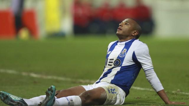 Brahimi chegou à seleção argelina lesionado