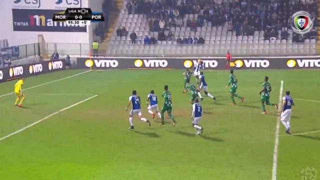 Waris marcou, o FC Porto festejou, mas o árbitro anulou o golo
