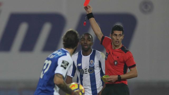 """FC Porto fala na """"mentira"""" do futebol português e nas faixas encomendadas"""