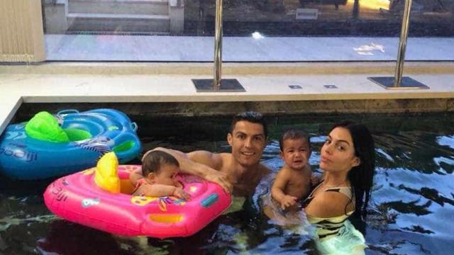 Cristiano Ronaldo desfruta de bons momentos ao lado dos gémeos