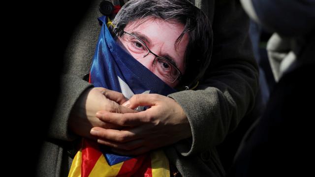 De um outubro histórico a uma Catalunha sem presidente (ponto por ponto)