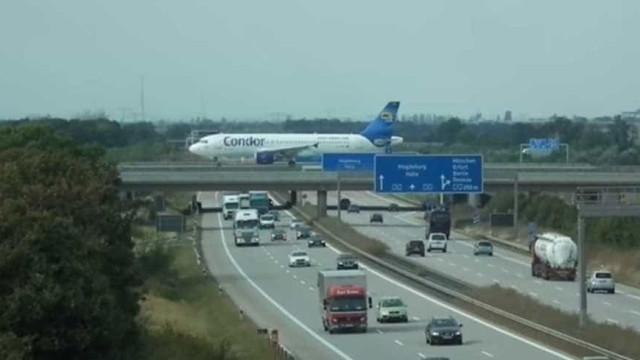 Ver carros a passarem por baixo de aviões? Em aeroporto alemão é possível