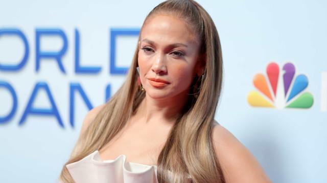 Jennifer Lopez 'apanhada' à entrada do ginásio com mala de 15 mil euros