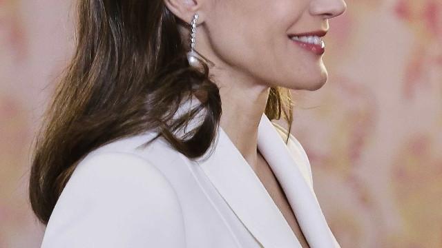Houve um pormenor neste look da rainha Letizia que marcou a diferença
