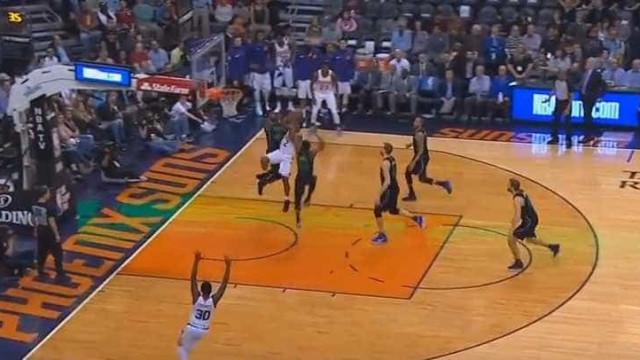Arrepiante: Jogador da NBA parte a perna em pleno jogo