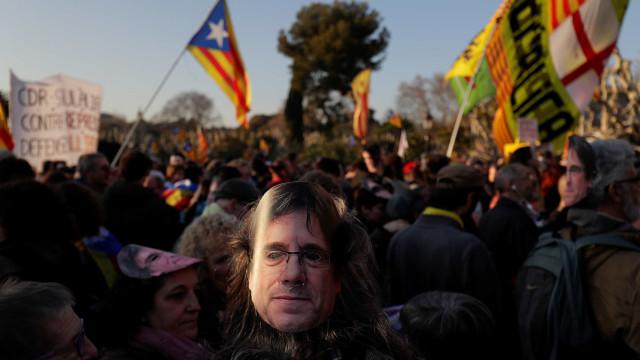 'Carrossel' catalão deixa cair Puigdemont ou precipita novas eleições?