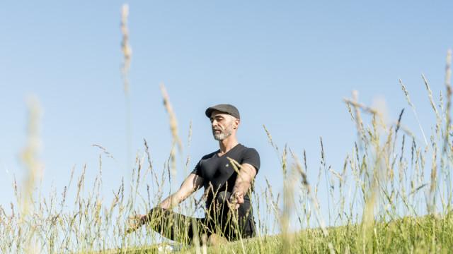 """""""O yoga é uma ginástica que se incorpora numa filosofia mais holística"""""""
